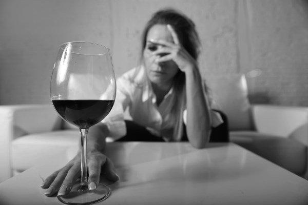 Aiuto! Mia madre è un'alcolista: come comportarsi