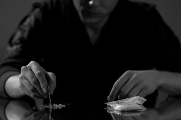 Effetti cocaina. Immediati, collaterali e a lungo termine.
